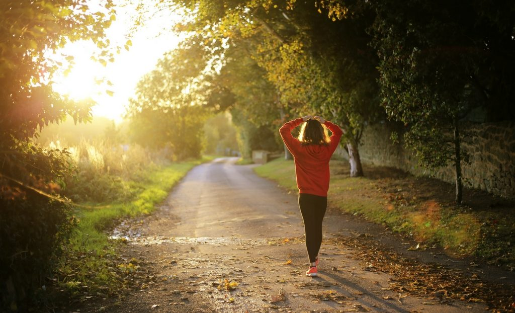 Early Birds vs. Night Owls: Is Morning or Evening Training Better for Runners?
